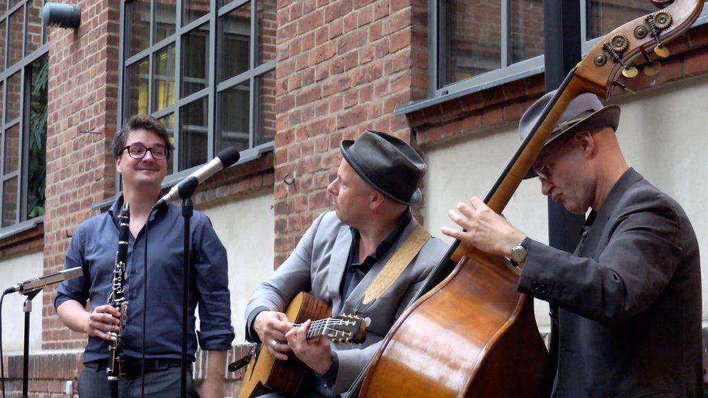 mueller-mueckenheimer trio